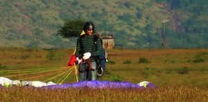 Solo flights - Paragliding at Kamshet Oct'08 (Photo Courtesy: Rajsekhar Aich)